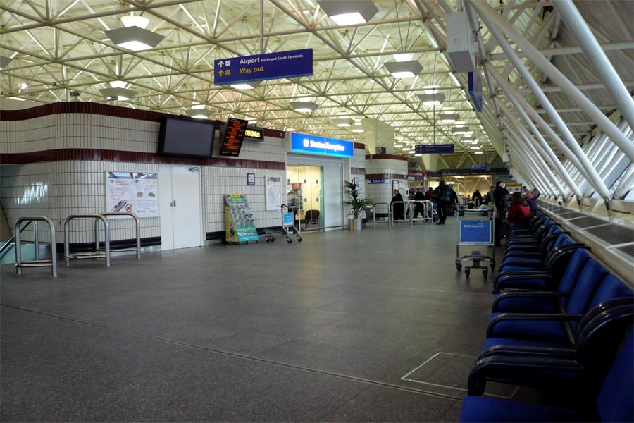 Aeropuerto gatwick lgw servicios y ubicaci n en londres for Cajeros en el aeropuerto