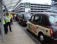 Taxis a la salida del Aeropuerto Heathrow